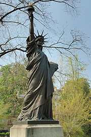 Statue de la Liberty, Jardin du Luxembourg, Paris, France